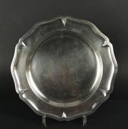 CHRISTOFLE.  Plat circulaire en métal argenté,...