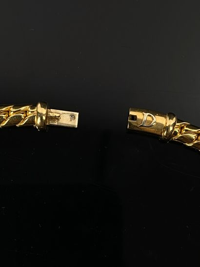 Collier en or jaune, retenant un pendentif coulissant orné de diamants de taille...