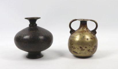 Deux vases  Laiton  Inde, XVIIIe - XIXe siècle...