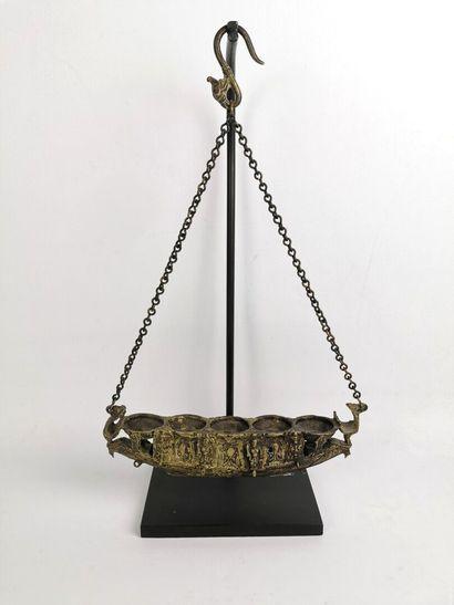 Lampe à huile.  Bronze.  Inde, XIX-XXe siècle....