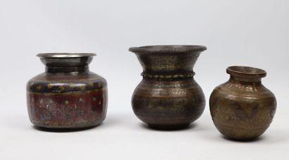 Trois lotas  Inde, XIXe siècle  Un lota du...
