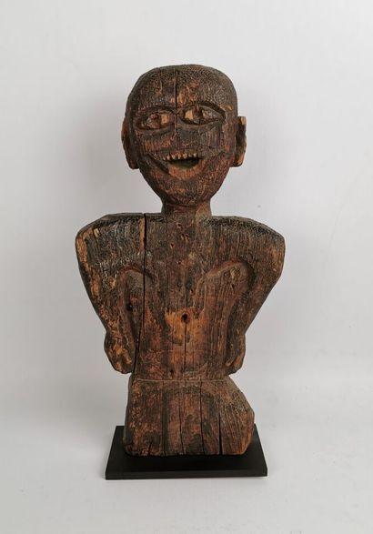 Figure anthropomorphe.  Bois sculpté.  Probablement...