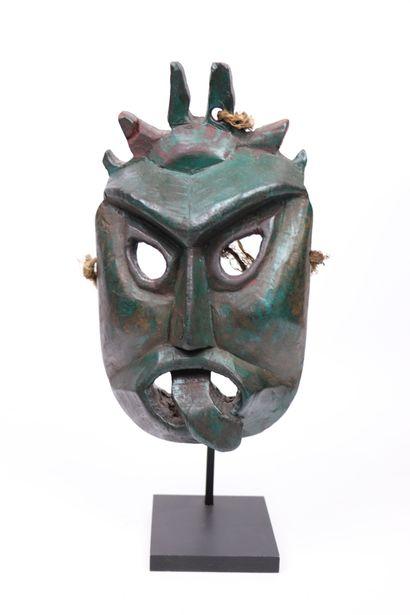 Masque Indien  Bois et pigments polychromes,...