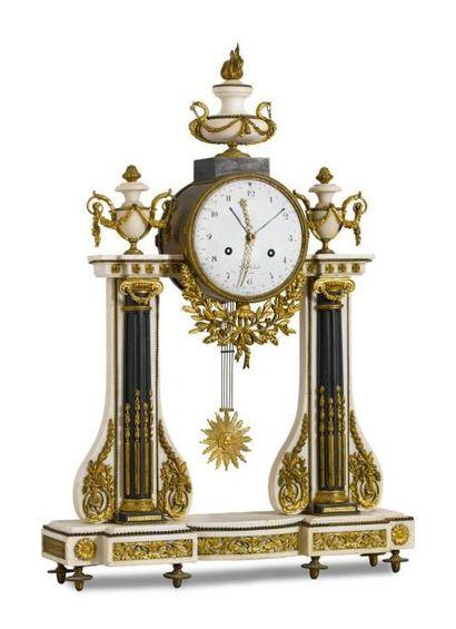 Importante pendule portique en marbre blanc,...
