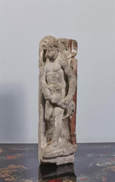 Joli fragment architectural en pierre calcaire...