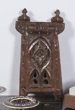 Rare objet d'art populaire en chêne sculpté...