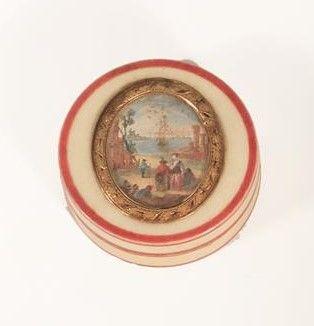 Boîte circulaire en ivoire à décor d'une...