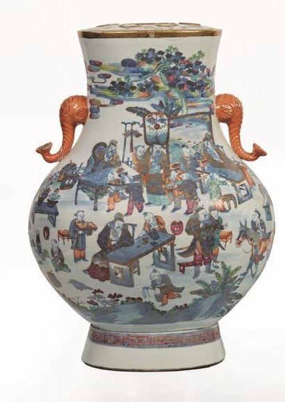 CHINE, XIXème siècle.  Paire d'importants vases formant pique fleurs en porcelaine...