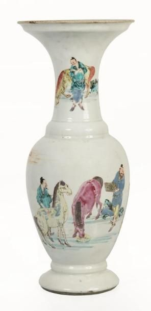 CHINE, XXème siècle.  Vase en porcelaine...