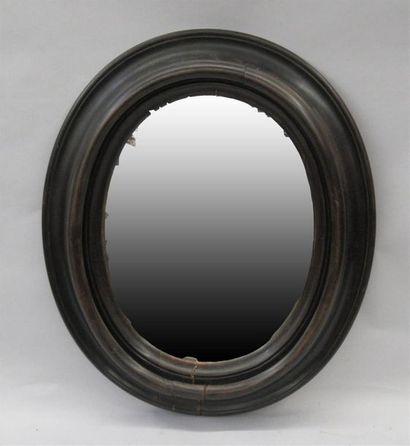 Miroir de forme ovale avec cadre en poirier noirci - Epoque Napoléon III (accidents)...