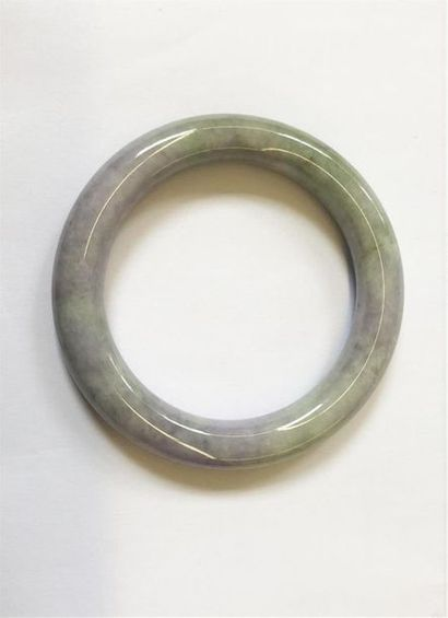 Bracelet jonc en jadéite. Chine, XXème siècle....