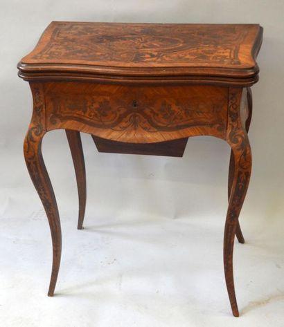Table à jeux époque Napoléon III en bois...