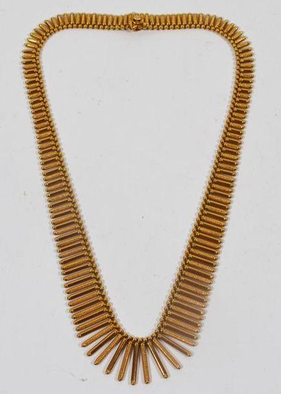 Collier en or jaune 18 K (750/oo) à décor...
