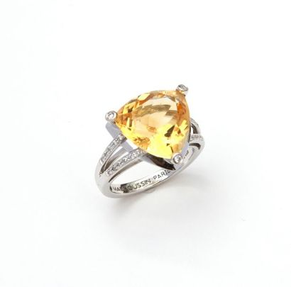 MAUBOUSSIN, Gueule d'amour model. Ring in 18K (750/00) white gold set with a troidia-cut...