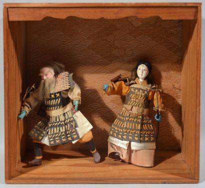 JAPON - Epoque MEIJI (1868 - 1912) Deux poupées...