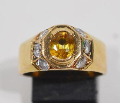 BAGUE jonc en or jaune 18K (750/1000e) centrée...