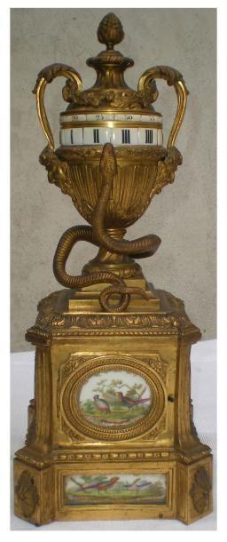 Pendule en bronze ciselé et doré Le cadran...
