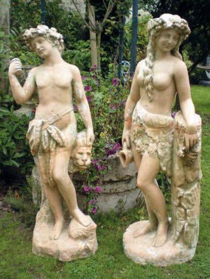 Deux statues en terre cuite. Haut.: 148 ...