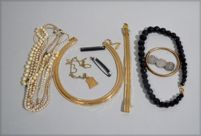 Fashion jewellery collection in a cheerful...
