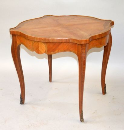 Pedestal table in rosewood veneer and violet wood resting on four arched legs -...