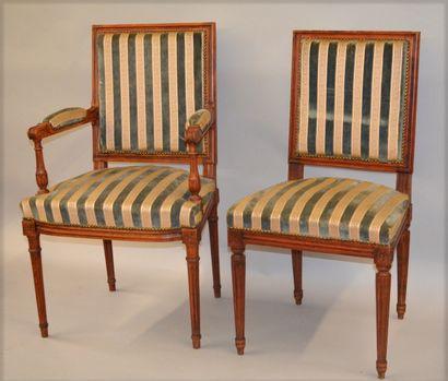 Paire de fauteuils et paire de chaises à...