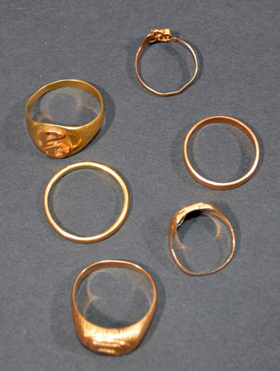 LOT in 18K (750/1000e) yellow gold including...