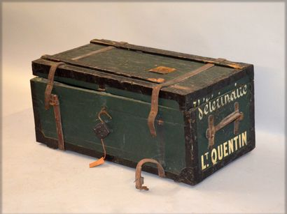 Military veterinary trunk made of lacquered...