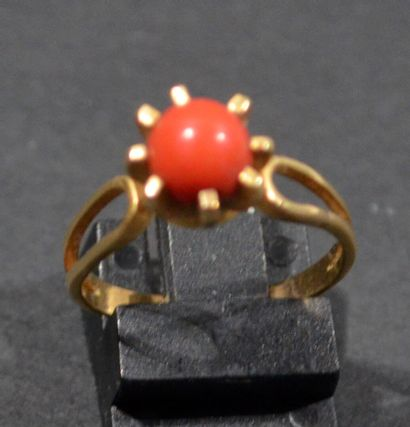 RING in 18K (750/1000e) yellow gold set with...
