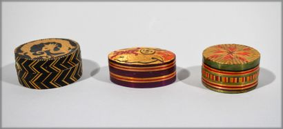 Three covered boxes in straw marquetry  Max....