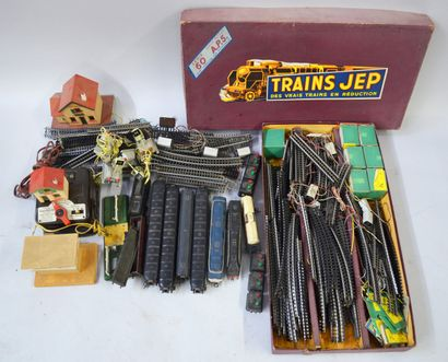 JEP - Lot comprising :  - 4 wagons, 1 tender...