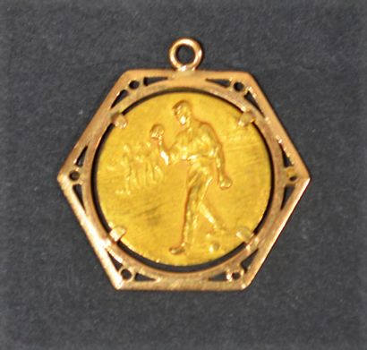 Medal in 18 K (750/oo) yellow gold with decoration...
