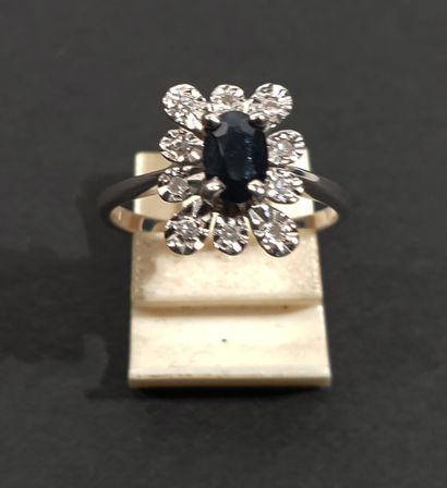 RING in 18K (750/1000) white gold with a...