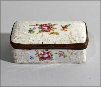 SMALL porcelain box with flower decoration,...