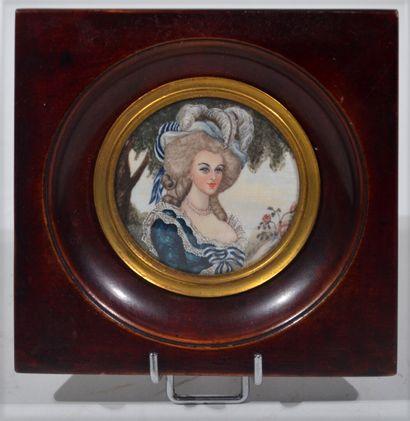 MINIATURE peinte représentant Marie Antoinette...