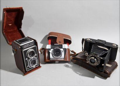 Réunion de trois appareils photo Semflex,...