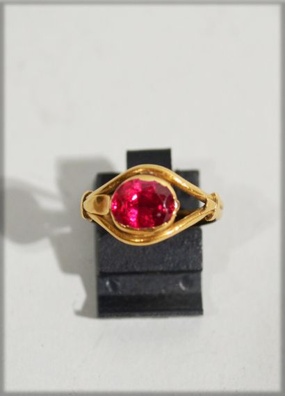 RING in 14K yellow gold set with a red stone....