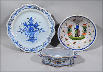 Earthenware lot comprising :  - a Rouen earthenware...
