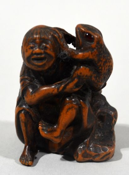 Boxwood Netsuke with inlaid brown horn of...