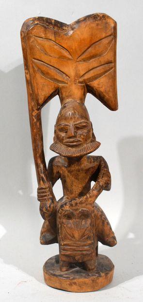AFRIQUE, XXème  Statuette en bois sculpté...