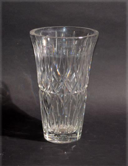 SAINT LOUIS Pressed moulded crystal vase...