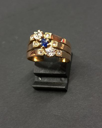 18K (750/oo) pink gold ring formed of three...