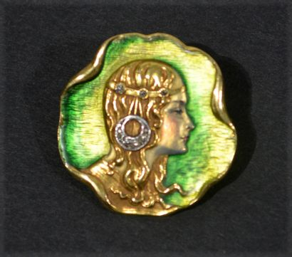 Enamelled brooch in 18 K (750/oo) yellow...