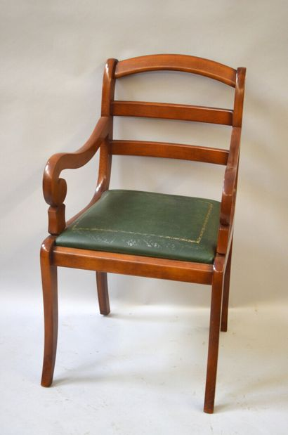 Armchair with cherry wood sticks with a bandeau back It rests on four arched legs...