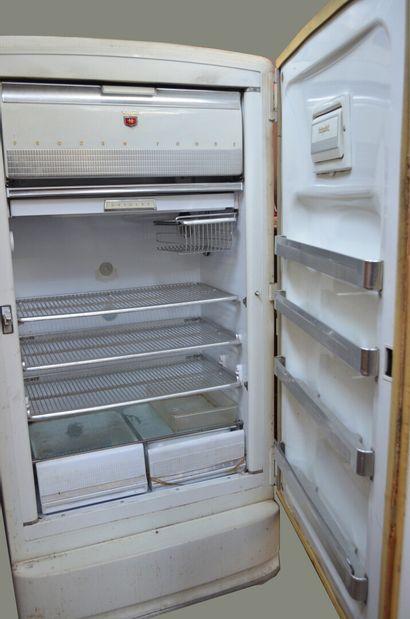 HOTPOINT Modèle CHILLER  Réfrigérateur vintage de forme armoire ouvrant par une...