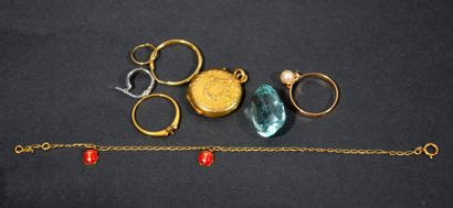 LOT of gold scrap including rings, creoles...