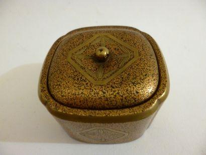 Rectangular-shaped make-up kobako in gold...