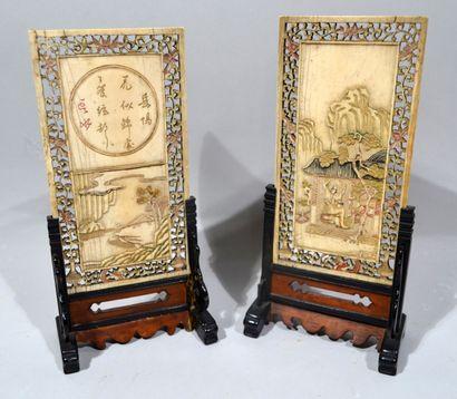 JAPON, XIXème siècle.  Réunion de deux écrans...