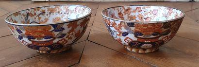 Paire de BOLS en porcelaine à décor de IMARI...