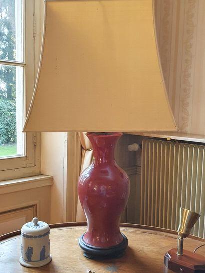 Paire de LAMPES à poser en faïence rouge...
