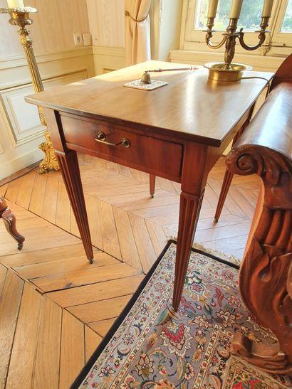 TABLE RECTANGULAIRE en chêne et placage d'acajou...